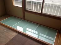 狭小住宅への採光とペットとの共生 東京都 和室施工(ガラス張り付け)中