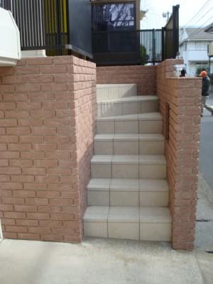リクシルでお家の顔をイメージチェンジ 市川市 階段タイル貼り